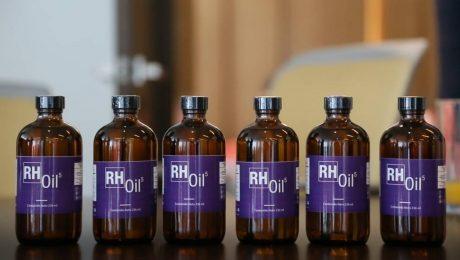 Frascos de aceites de cannabis RH Oil de HempMeds